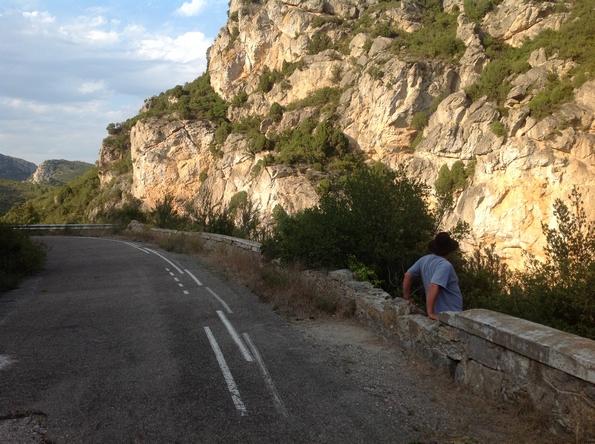 Après 300 m environ, faites le mur pour rejoindre le chemin